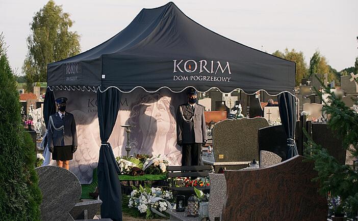 Namiot pogrzebowy stosowany w ramach usługi pogrzebowej świadczonej przez zakład pogrzebowy KORIM z Iławy.