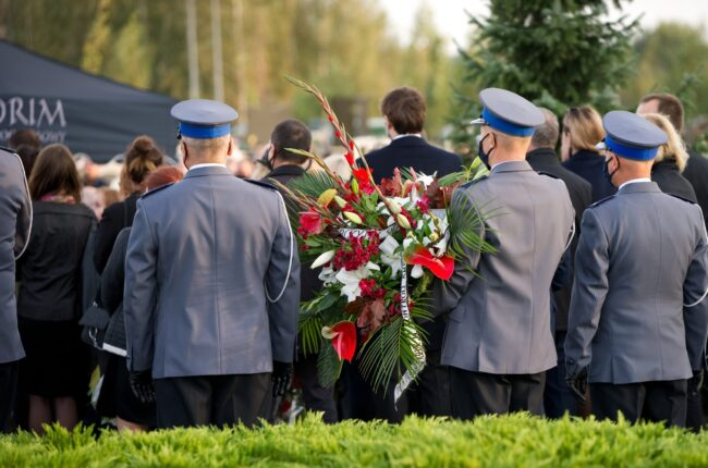 Usługa pogrzebowa realizowana przez zakład pogrzebowy KORIM z Iławy na cmentarzu komunalnym przy ul. Piaskowej.