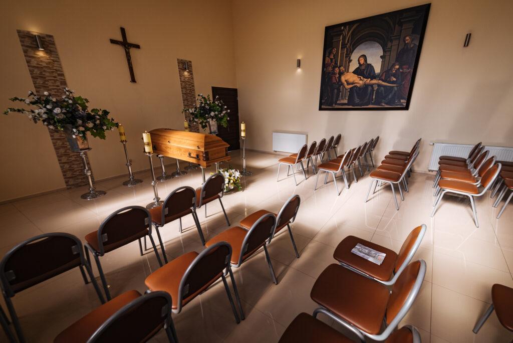 Kaplica przedpogrzebowa zakładu pogrzebowego Korim udostępniana w ramach usługi pogrzebowej świadczonej w mieście Iława.