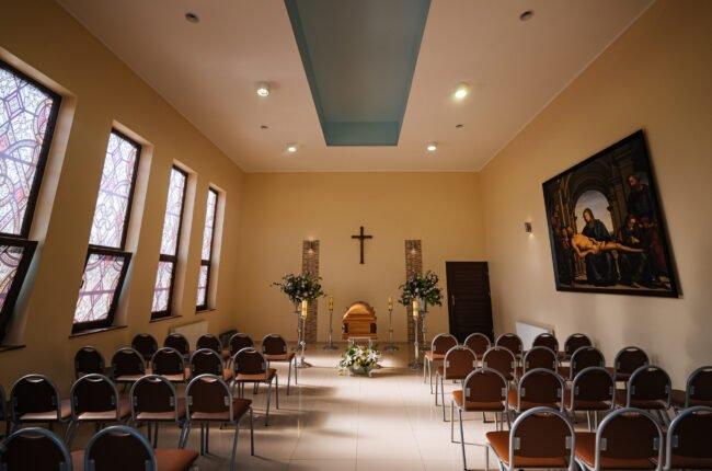 Usługi pogrzebowe i ceremonie świeckie prowadzone w kaplicy pogrzebowej zakładu pogrzebowego KORIM Iława.